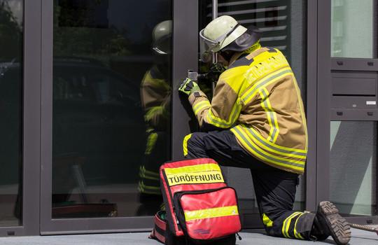 Teaserbild der Einsatzmeldung: H1 - Pers. eingeschl. Gebäude
