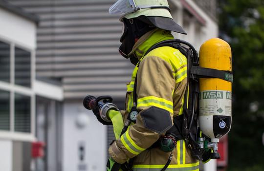 Teaserbild der Einsatzmeldung: B4 - Feuer/Rauch MFH
