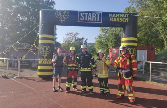 Teaserbild der Einsatzmeldung: Feuerwehr-Team bezwingt 30 Kilometermarsch in Einsatzkleidung