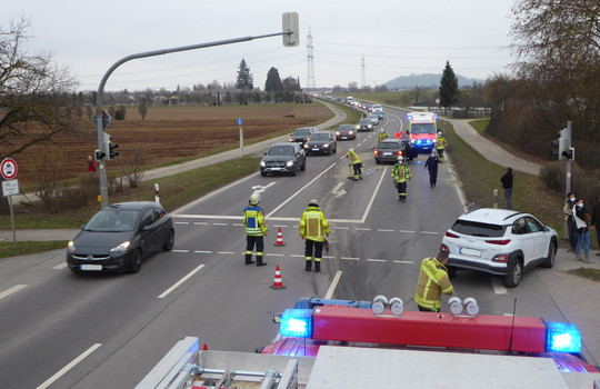 Teaserbild der Einsatzmeldung: G1 - Austritt Diesel/Öl Verkehrsweg