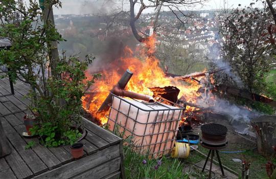 Teaserbild der Einsatzmeldung: B2 - Feuer/Rauch Garage/Gartenhaus